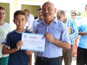 Mezitli'de yüzme kursunun ilk etabı sona erdi