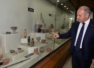 Mersin Valisi Özdemir Çakacak'ın Arkeoloji Müzesi'nde tarihe yolculuğu ve opera ziyareti