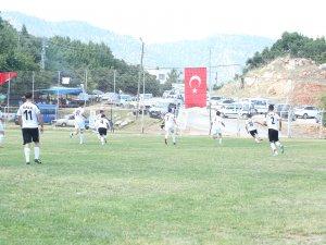Mezitli'de 30 Ağustos Zafer Bayramı anısına düzenlenen futbol turnuvası devam ediyor
