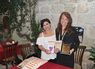 Aynur Tümen, Mersin'de kitaplarını imzaladı