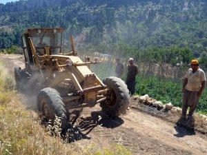 Erdemli Belediyesi'nin yol açma çalışmaları hız kazandı