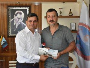 Ünlü Sanatçı Erdal Güney'den Başkan Türe'ye ziyaret