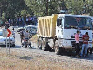 Gülnar'da hafif ticari araçla kamyon çarpıştı: 1 ölü