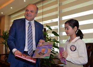 Vali Çakacak, 8 yaşındaki dünya 3.sü minik kemancıyı ağırladı
