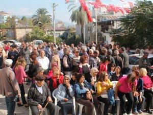 CHP Anamur'da muhalif üye ve delegelerden basın açıklaması