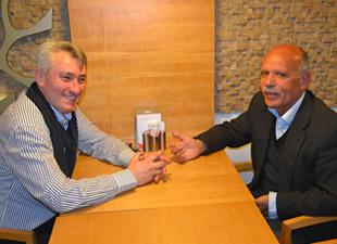 Anamur'un eniştesi İsmail Özkök Yazar Hüseyin Şinasi'yi ziyaret etti