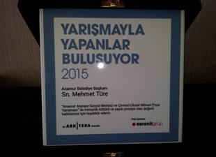 Anamur Belediye Başkanı Mehmet Türe'ye Arkitera Yapılı Çevre ve Mimarlık Kültürü'ne Katkı Ödülü