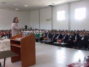 """Gülnar'da """"Başararak Mutlu Yarınlara"""" konferansı düzenlendi"""