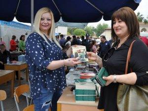MEYAD Yazarları, kitaplarını imzaladılar