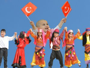 Vali Çakacak, 23 Nisan Ulusal Egemenlik ve Çocuk Bayramı'nı kutladı