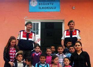 Jandarma'dan öğrencilere 23 Nisan jesti