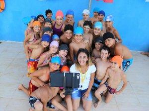 Mezitli'de yüzme eğitimini tamamlayanlara sertifikaları verildi