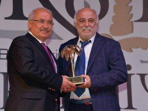 """Burhanettin Kocamaz'a """"Türkiye'de Yılın Yerel Yöneticisi Ödülü"""""""