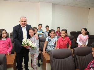 Öğrenciler, Başkan Tollu'yu ziyaret ettiler