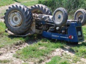 Mut'ta traktör takla attı: 1 ölü
