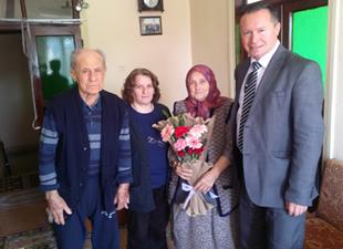 Bozyazı İlçe Sağlık Müdürü Dr. Ahmet Hakan Acı, yaşlıları unutmadılar