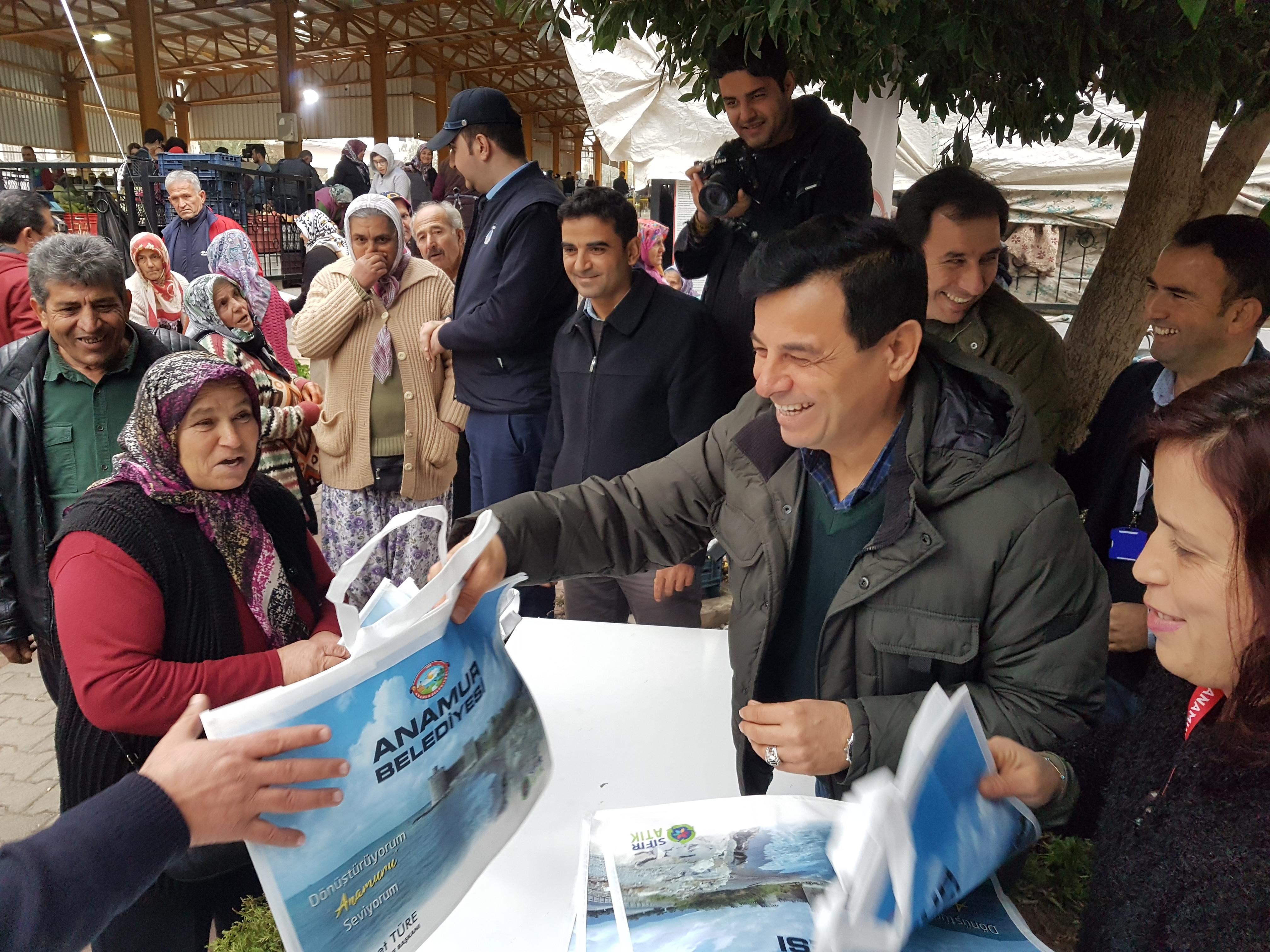 Anamur Belediyesi 5 bin adet bez torba dağıttı