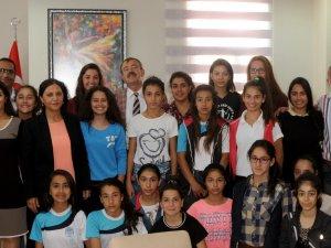 Şampiyon U19'lar, Akdeniz Belediyesi'ni ziyaret etti
