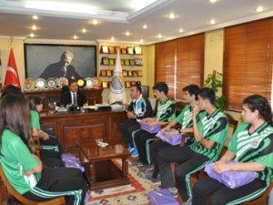 Başkan Tuna, 1.Lig'e yükselen Bocce Takımı'nı tebrik etti