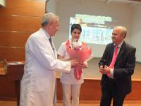 """Avrasya Hospital'ın """" Hemşireler Günü"""" kutlamasında Sanatçı Arif Şentürk Sürprizi"""
