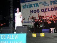 Akdeniz Belediyesi'nin Kültürler Buluşması'nda İlkay Akkaya rüzgarı