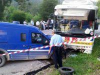 Mersin'de para nakil aracı halk otobüsü ile çarpıştı: 1 ölü, 1 yaralı
