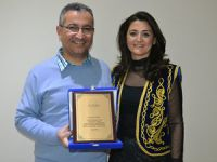 Ahmet Doğan, kültürlerarası iletişime katkı sağlayan en iyi folklor grubu ödülünü aldı