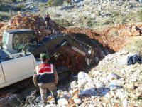 Define avcıları, kepçeyle kazı yaparken yakalandılar