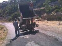 Bozyazı ve Aydıncık'ta asfalt yama, yol genişletme ve büz yerleştirme işlemleri sürüyor
