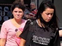 Mersin'de bulunan Norveçli genç kızlar, aielelerine teslim edildi