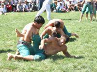 Karakucak Güreşleri Abanoz Yaylası'nda başladı