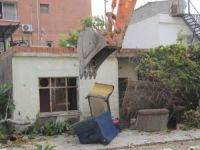 Yenişehir'de terk edilmiş binalar yıkılıyor
