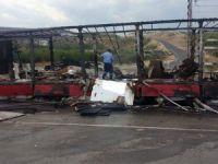 Mut'ta mobilya yüklü TIR elev alev yandı