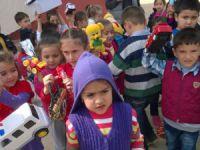 Akdeniz İlkokulu'nun Minikleri, oyuncaklarını paylaştı