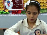 Mersin'de görme engelli öğrencilere hikâye kitabı dağıtıldı