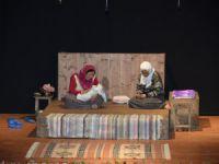 """Mersin'de üretici kadınlar, """"Önce VATAN"""" adlı tiyatro oyununu sergiledi"""