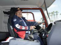 Başkan Kocamaz'dan ilçelere 33 itfaiye aracı ve 84 bin zeytin fidanı