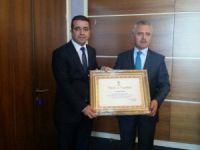 Mersin'de Ak Parti'yi birinciliğe taşıyan teşkilata ve İsmail Taşpınar'a Teşekkür Belgesi