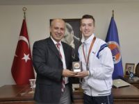 MEÜ'nün Arnavut öğrencisi Egers Aliu, taekwondoda Avrupa üçüncüsü oldu