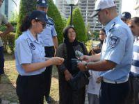 Mersin'de dilenerek istismar ettikleri çocukları bakımevine gönderildi