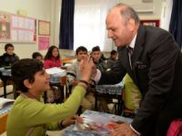 Mersin Valisi Özdemir Çakacak, Silifke'de öğrencilerle buluştu