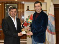 Sanatçı Halis Avşar, Anamur Belediye Başkanı Mehmet Türe'yi ziyaret etti
