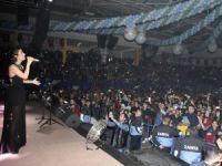 Oğuz Yılmaz ve İrem Derici, Tarsus Kurtuluş Konseri'nde coşturdu