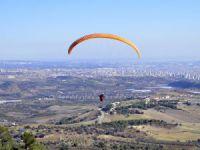 Mersin'de zihinsel engelliler yamaç paraşütü yaptı