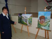 Ressam Yüksel Destebaşı, Bayırbcak Türkmenleri yararına Silifke'de açtı