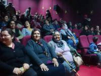 Anamur'da Belediyeden Kadınlara Sinema Keyfi