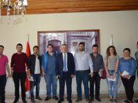 Ödül alan öğrencilerden Kaymakam Cinbir'e ziyaret
