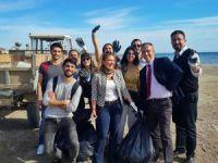 Yüksekokul öğrencileri Silifke'de temizlik yapıp sokak hayvanlarını beslediler