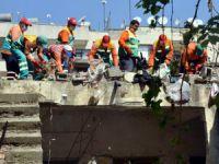 Akdeniz'de 'çöp Ev' Belediye Ekiplerince Temizlendi