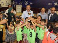Çocuk oyunları şenliğinde ödüller verildi
